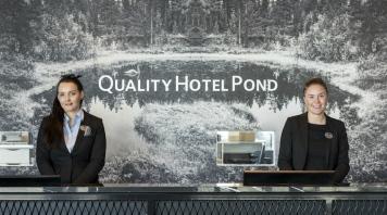 reception-quality-hotel-pond
